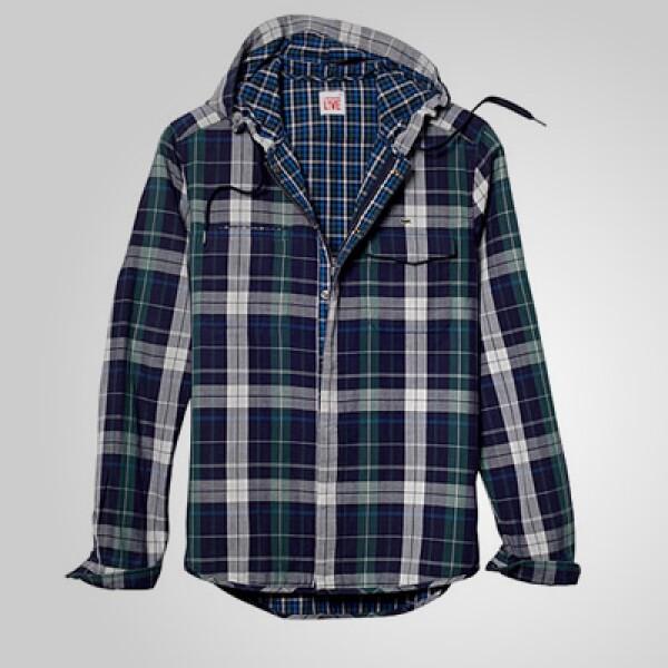 Una camisa a cuadros que puede funcionar como un discreto rompevientos.