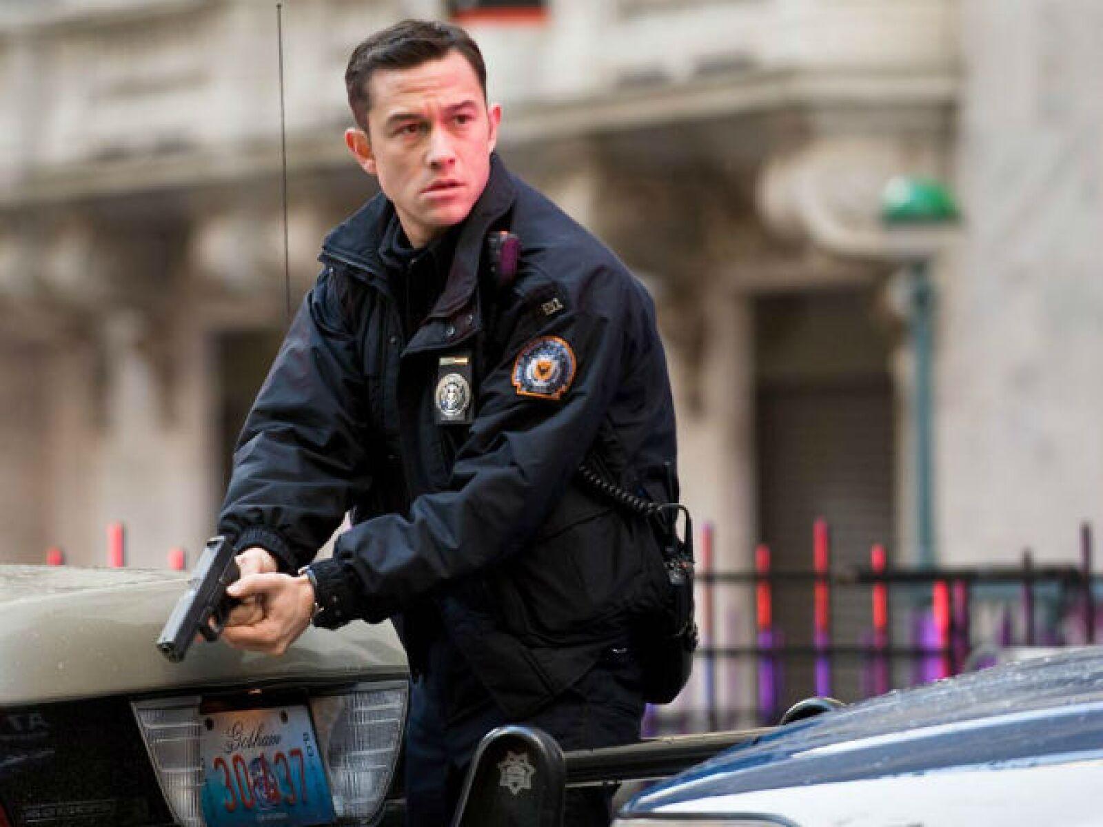 Joseph Gordon-Levitt como todo un valiente policía de Gotham City en The Dark Knight Rises.