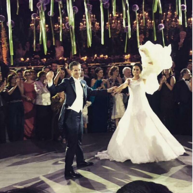 El primer baile de esposos de Santiago y Eugenia.