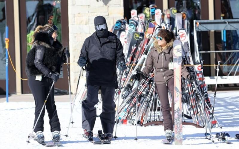 Kim, Kanye y Kourt disfrutaron también en días pasados de una tarde de esquí.