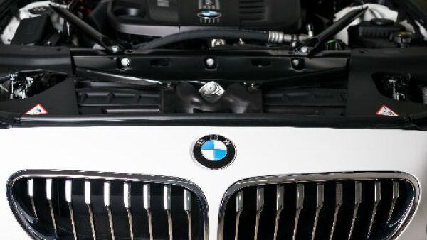 auto blanco BMW