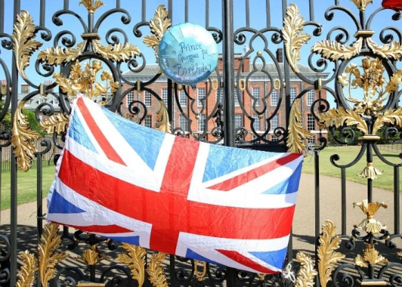La entrada principal del Palacio de Kensington durante este martes.