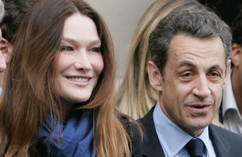 A mandatarios como Cristina Fernández, Enrique Peña Nieto, Marcelo Ebrard y Nicolas Sarkozy el amor los sorprendió cuando estaban en funciones políticas, y sin más se dejaron llevar por su corazón.