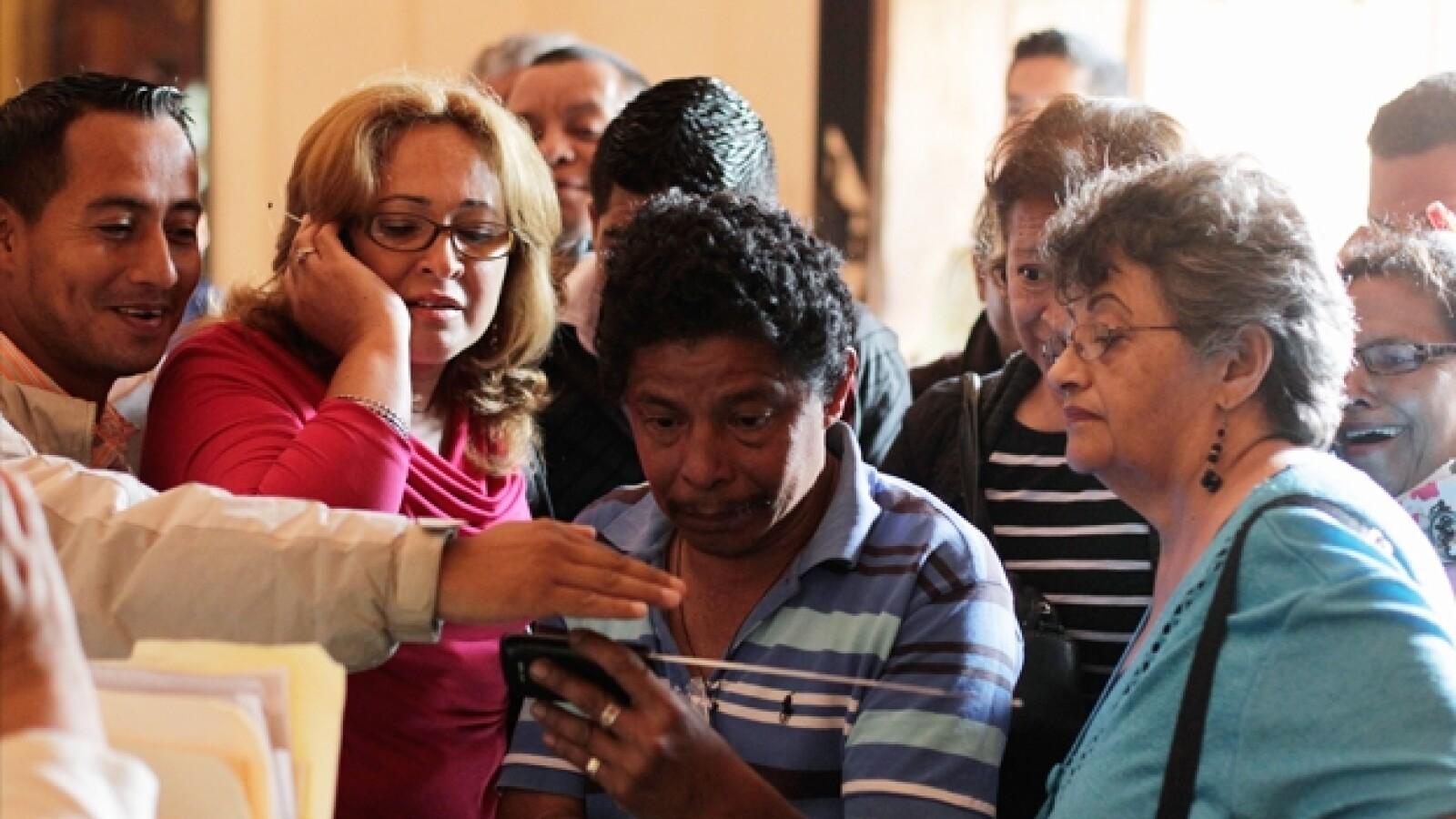 hondureños observan nombramiento del papa