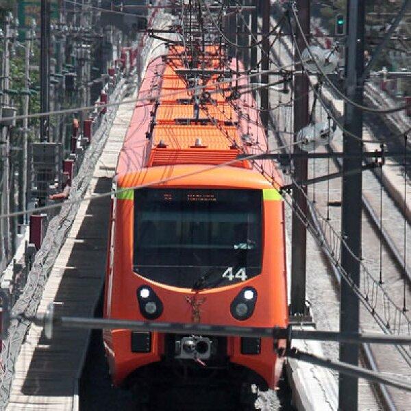 Además del problema de la estructura, en las curvas del tramo elevado de la línea se presenta un problema de vibración cuando rebasan los trenes los 50 kilómetros por hora, por lo que se revientan algunos sujetadores.