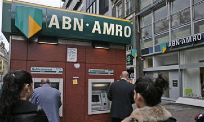 Los bancos globales han anunciado cerca de 50,000 despidos en los últimos tres meses. (Foto: AP)