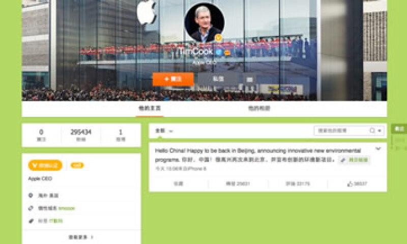 Tim Cook hizo su primer publicación en Weibo a través de su iPhone 6. (Foto: Tomada de Weibo )