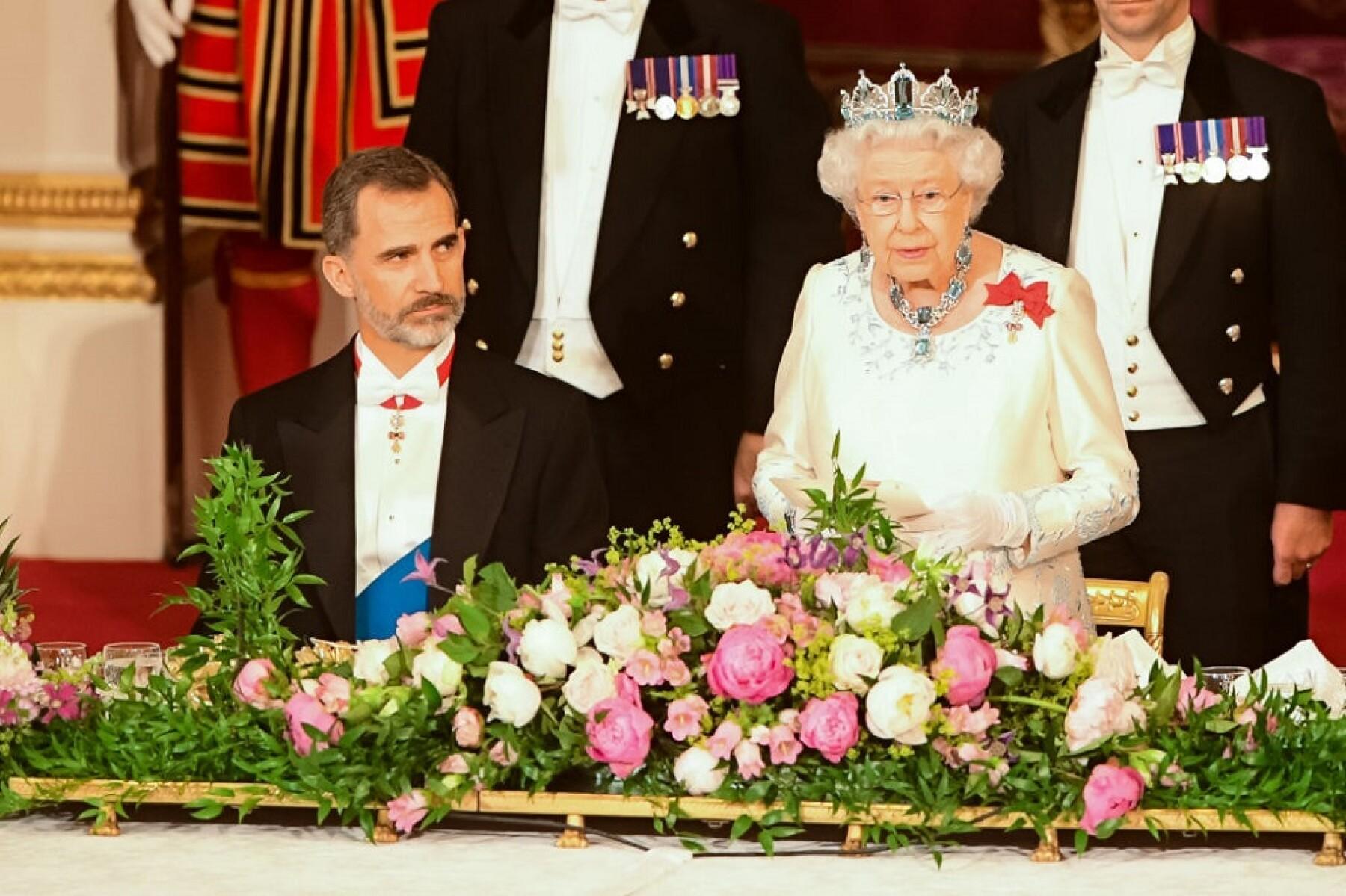 Rey Felipe VI de España y la reina Isabel II