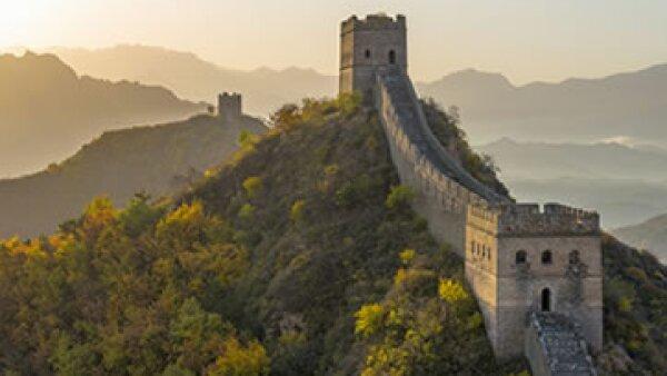 Los turistas tallan clandestinamente sobre los ladrillos de la Gran Muralla China. (Foto: Getty Images)