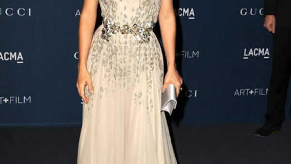 La actriz mexicana fue sin duda una de las mejor vestidas en la gala Lacma Art and Film con un vestido Gucci Premiere.