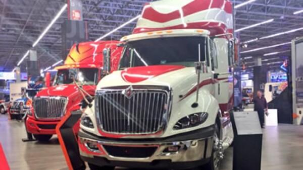 Algunas de las unidades exhibidas en la XVI edición de la Expo Transporte realizada en Guadalajara, Jalisco (Foto: Twitter/E. Arturo Chávez )