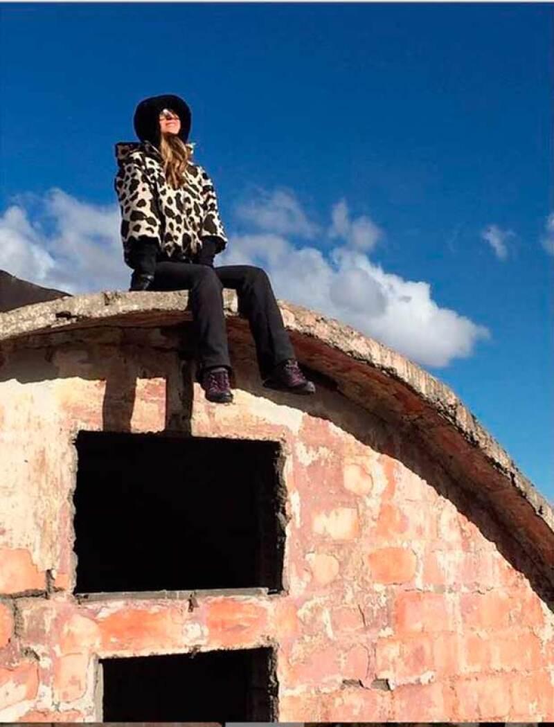 La conductora de deportes se encuentra en Chile, donde visitó el Centro de Montaña Uss y previamente estuvo en Machu Picchu, en Perú.