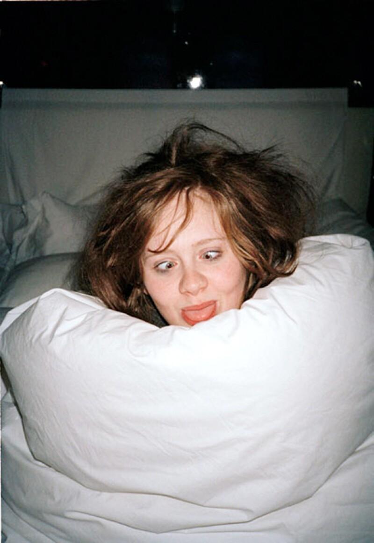 Alex Sturrock -quien en 2012 demandó a la cantante porque supuestamente algunas de las canciones de Adele se inspiraron en su relación- ahora publicó algunas fotos personales de la cantante.