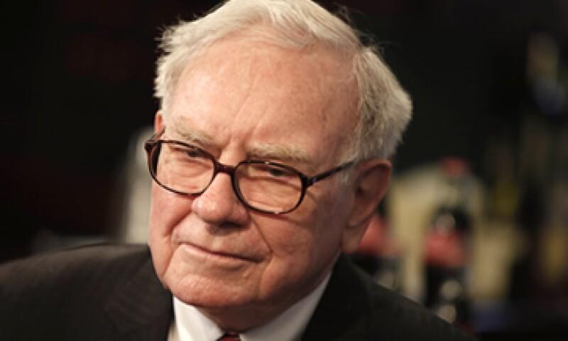 Para Buffett es injusto que él pague menores tasas de impuestos que las de su secretaria. (Foto: AP)