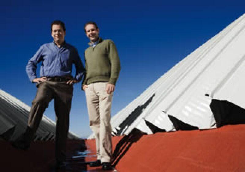 En Tlaxcala, Alejandro Tazzer y Diego Tona, de eConstrucción, tienen proyectos para captar agua de lluvia en los techos.  (Foto: César S. Manjarrez )