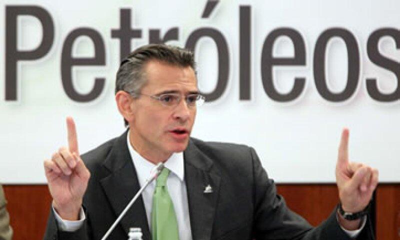 El director de Pmex defendió la decisión de no haber informado la transacción al consejo de Pemex. (Foto: Notimex)