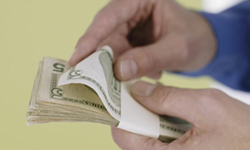 El tipo de cambio podría ubicarse entre 13.15 y 13.27 pesos este lunes. (Foto: Getty Images)