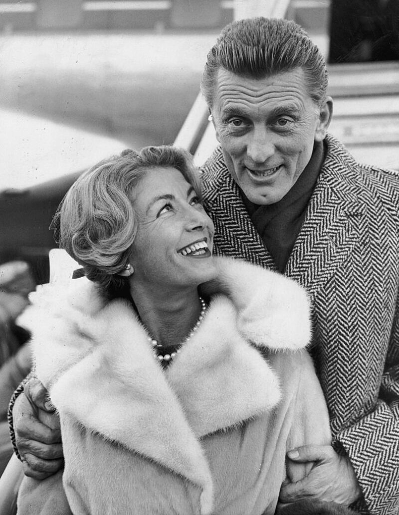 Anne Buydens y Kirk Douglas