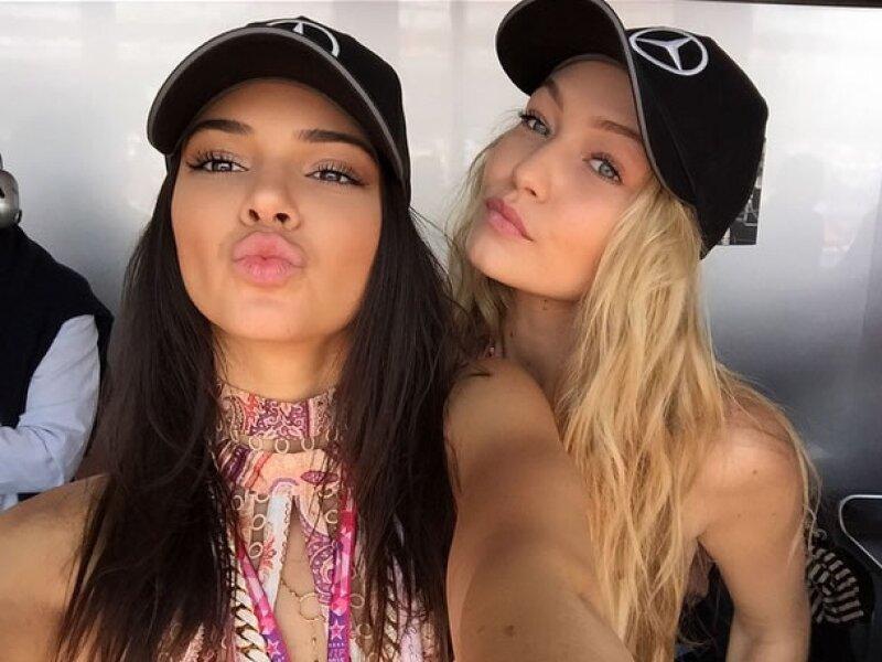 Kendall y su mejor amiga Gigi Hadid en el evento automovilístico.