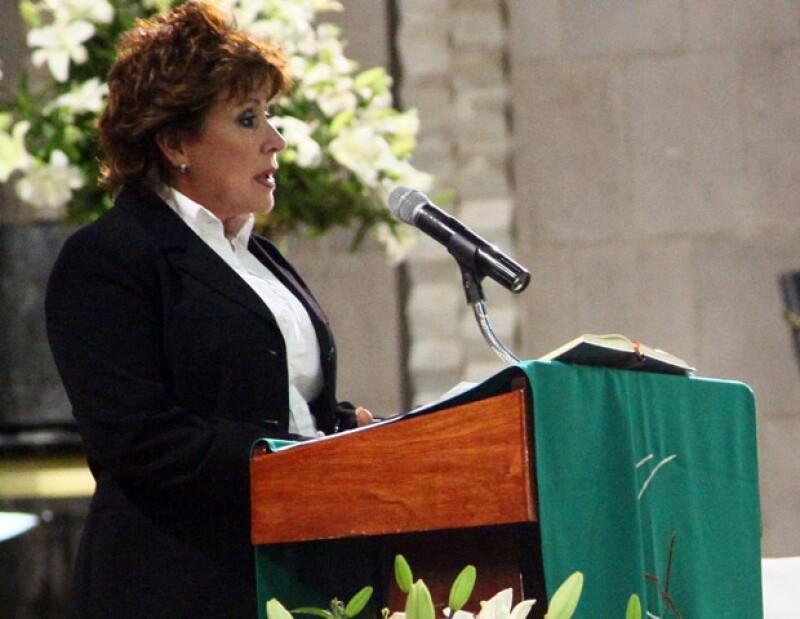 Ayer por la noche la actriz convocó a una misa en memoria de su mamá la señora Yolanda Miranda quien murió hace un mes. A la iglesia asistieron amigos y familiares.