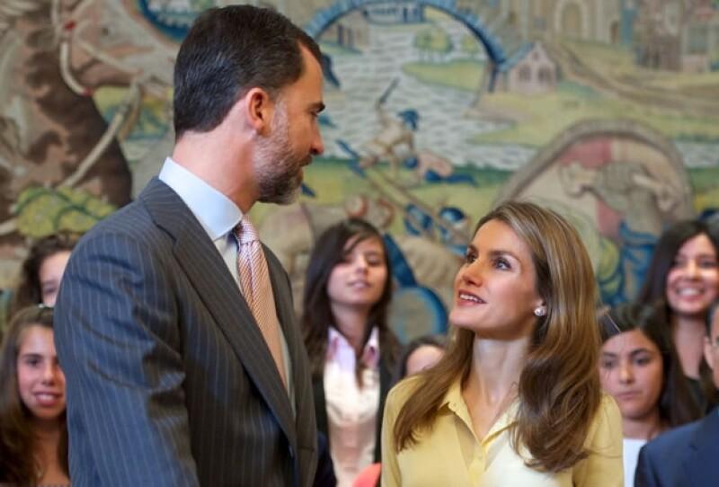 Letizia y Felipe se muestran unidos ante los problemas de la monarquía.