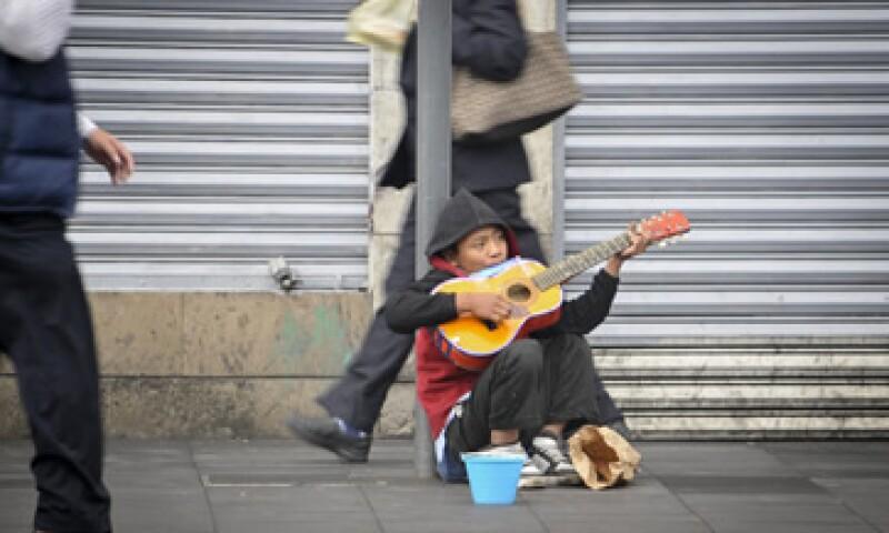 La CEPAL consideró que la pobreza cerrará en 27.9% en América Latina en este año.  (Foto: Cuartoscuro)