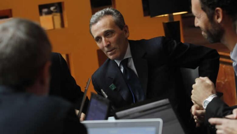 El ministro de Hacienda de Italia, Vittorio Grilli, habla con periodistas durante la reunión en la capital mexicana.