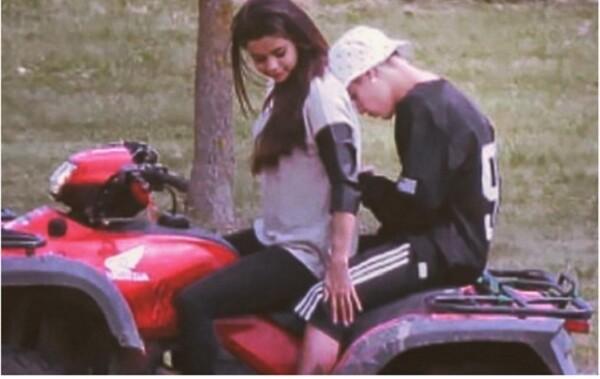 Anteriormente él había publicado varios TB con Selena.