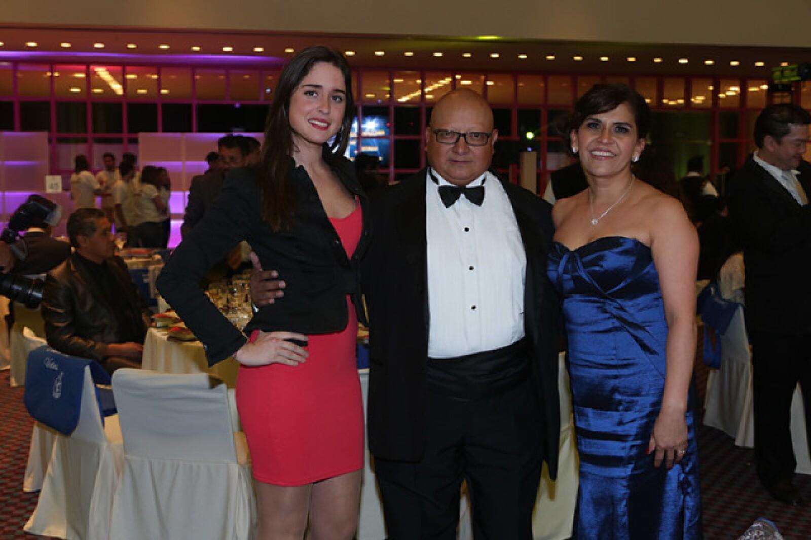 Sofía Rodríguez,Gerardo Guevara y Valeria Guevara
