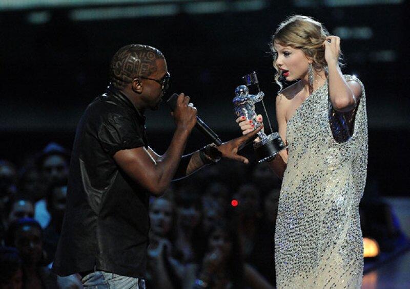 En 2009, Kanye interrumpió a Taylor Swift en los VMAs.