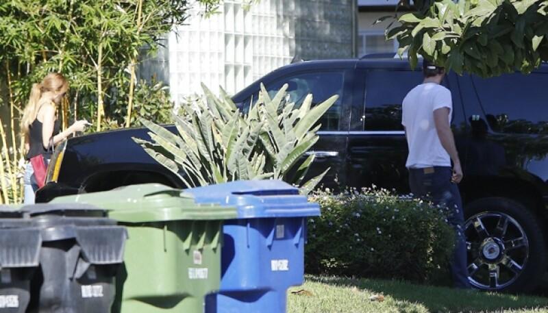 Esta fue la segunda ocasión que vimos a la pareja juntos, esta vez fue afuera de la casa de Eiza en Los Ángeles.