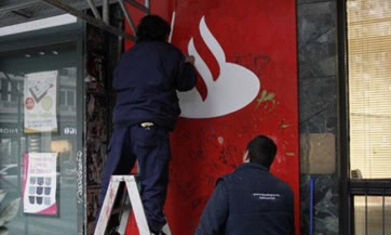 Santander obtendrá 900 mde provendrán de la venta de Santander Colombia. (Foto: Reuters)