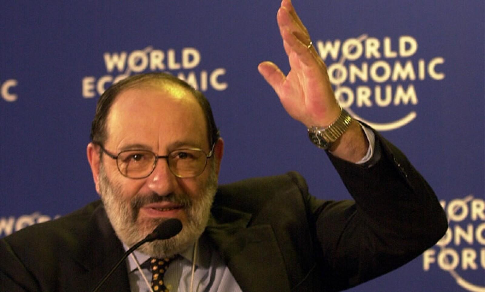 El escritor y filósofo en una conferencia de prensa en enero del año 2,000.