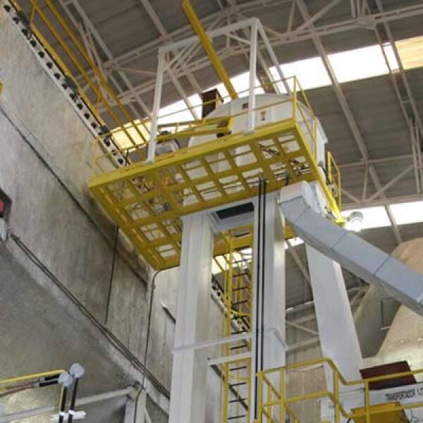 La tecnología para el aprovechamiento del bagazo incluye tolvas, secadores, silos, calderas, decantadoras centrífugas, precipitadotes electrostáticos, entre otros equipos.