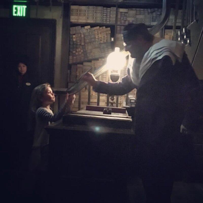 Aquí Elena en el momento en que recibió su varita.