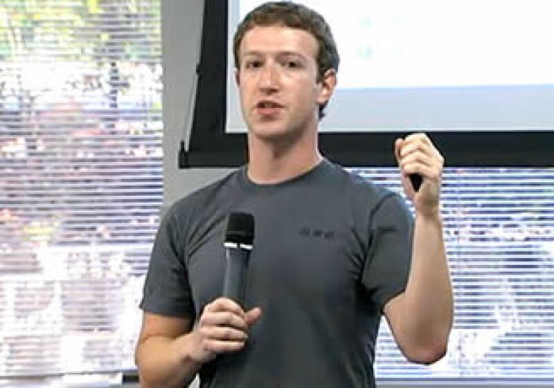 El portal social de Mark Zuckerberg podría no salir al Bolsa, al ser empresa privada. (Foto: Cortesía Fortune)