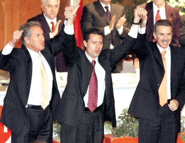 AMIGOS INCÓMODOS. Enrique Peña Nieto con Arturo Montiel (izq.) y Roberto Madrazo (der.) en 2005.