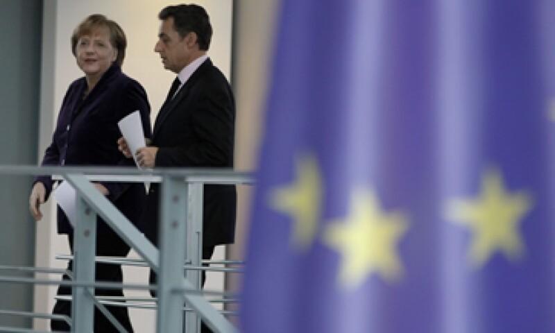 Los alemanes y los franceses tendrán que emitir más cheques para eliminar el riesgo sistémico que existe en la eurozona. (Foto: Reuters)