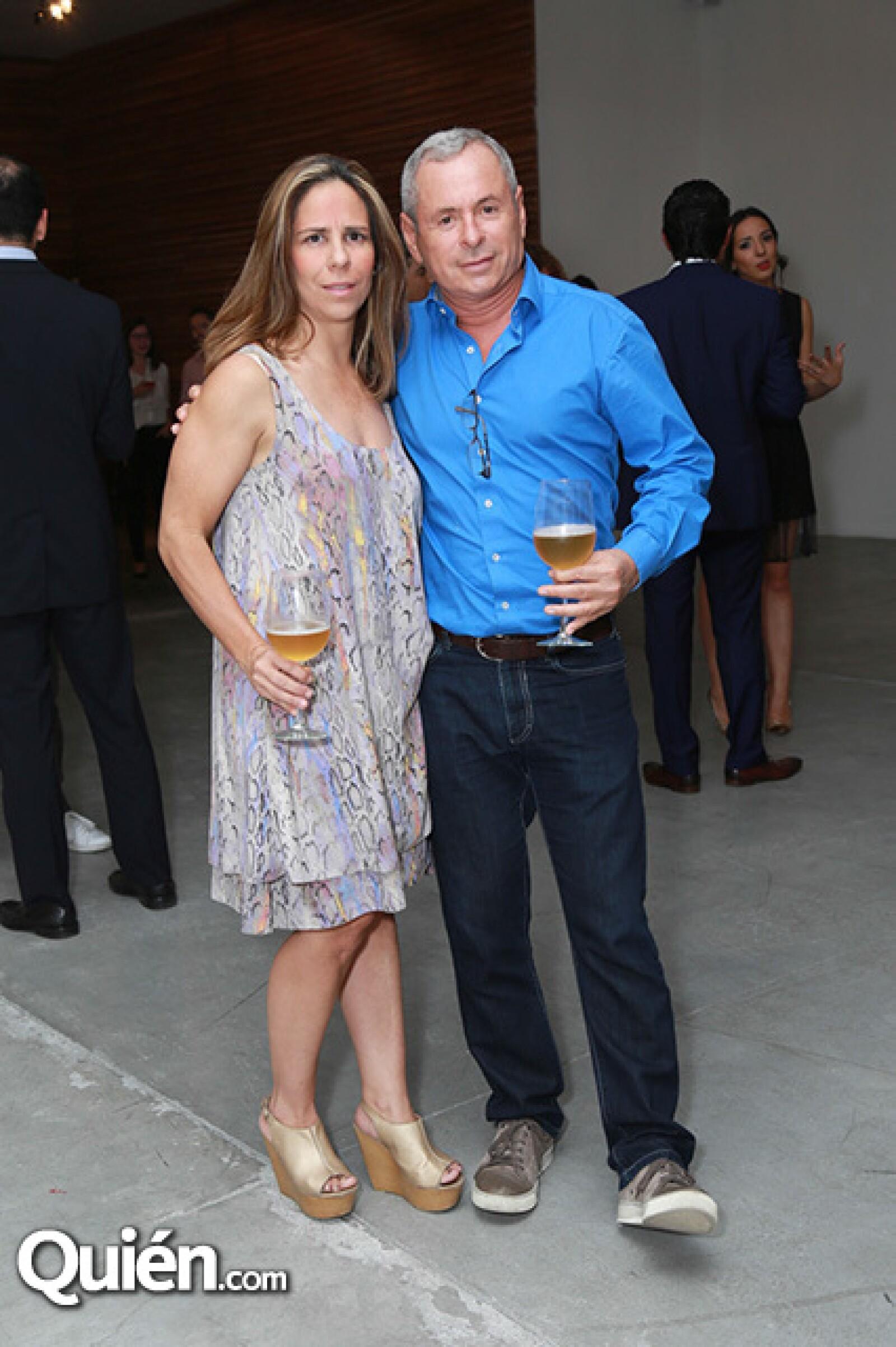 Daniela Ostos y Armando González
