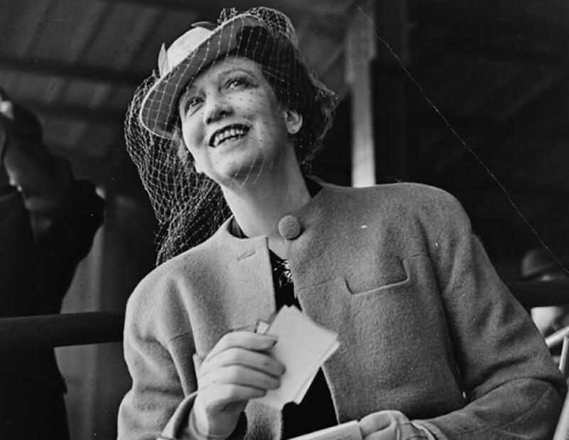 Elizabeth Arden fue la primera mujer en introducir el maquillaje de ojos en América