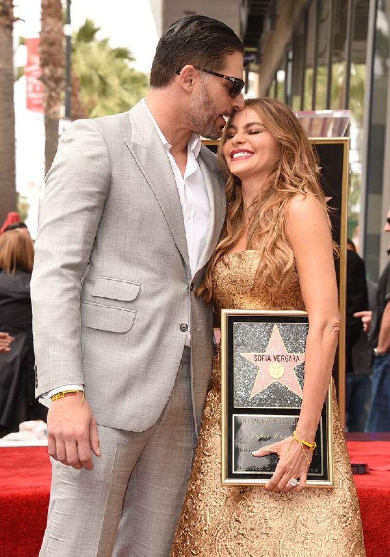 En medio de las especulaciones sobre cuando y dónde se casarán, la famosa pareja de actores cumple un año de noviazgo más enamorados que nunca.