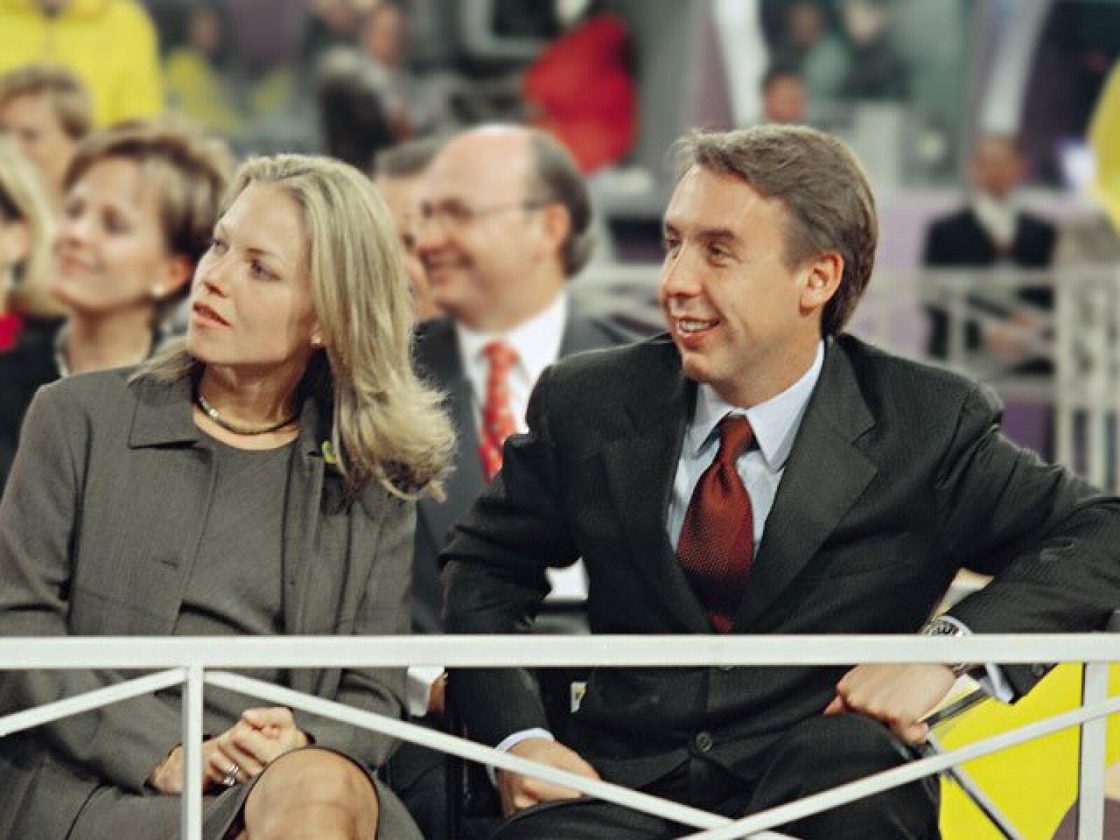 Emilio Azcarraga Jean y Alejandra de Cima dieron el sí el 22 de octubre de 1999 y en 2001 se divorcaron.  Ambos tienen nuevas parejas, él está casado con Sharon Fastlicht, ella entabla una relación amorosa con Olaf Petersen.