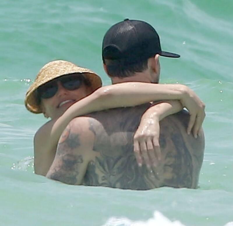 La actriz pasó cinco días románticos y soleados al lado del vocalista de Good Charlotte, a quien presentó formalmente a su familia en Florida.