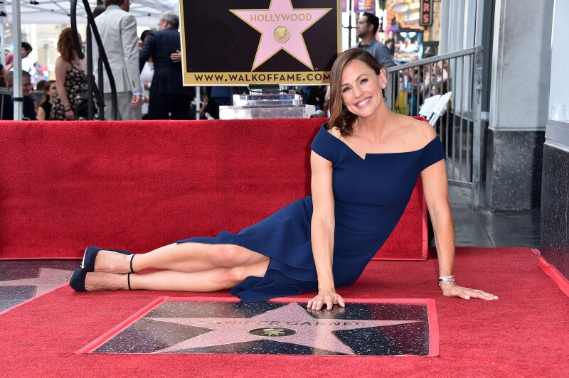 Jennifer Garner devela su estrella en el Paseo de la fama de Hollywood
