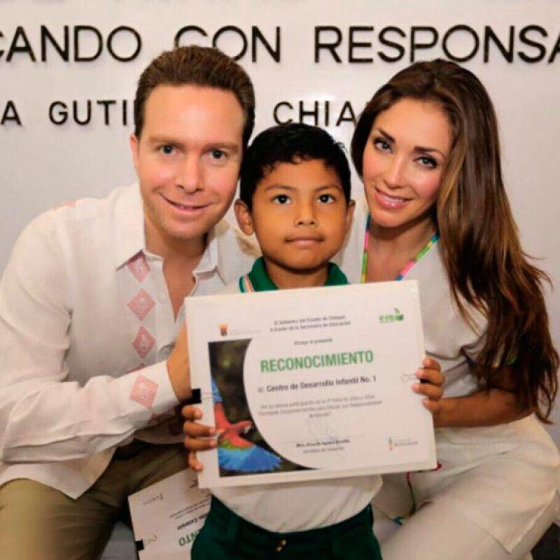 En su primera semana como matrimonio, la cantante y el gobernador de Chiapas asistieron a cuatro eventos oficiales juntos.
