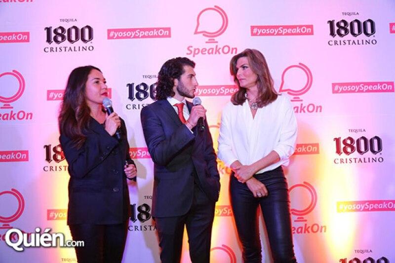 Durante la presentación de SpeakOn, Carlos subió al escenario junto con Montserrat Oliver y Yolanda Andrade, para explicar un poco el funcionamiento de esta app.