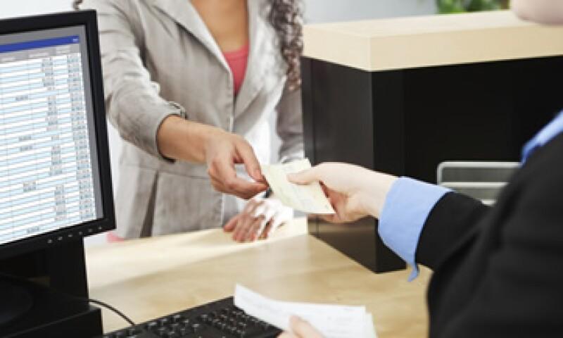 Antes de pagar tu recibo en el banco, pregunta si hay comisión.  (Foto: Getty Images)