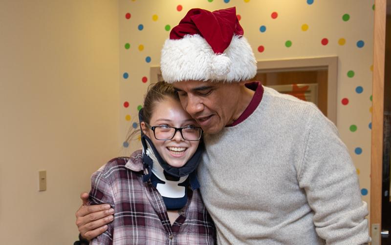 Barack Obama entregó los regalos en las salas de juego y en las habitaciones. (Foto: Children's  National)
