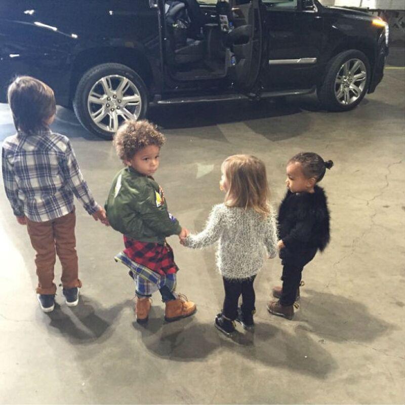 North con un amigo y sus primos Mason y Penelope durante su visita al show Disney on ice.