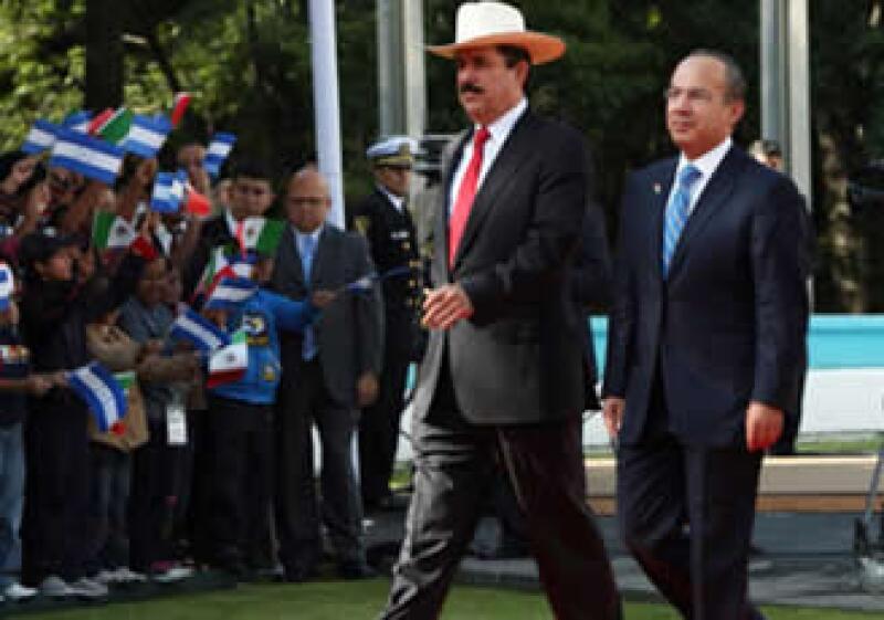 Manuel Zelaya se reunió con Felipe Calderón. (Foto: Cortesía Presidencia)